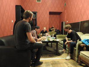Atis Ieviņš & The Rock Brothers Latvijas 1. Rokkafejnīcas beksteidžā starp setiem
